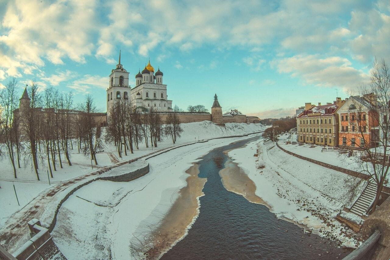 Псков, снег в Пскове, храм в городе Псков, фото Пскова.