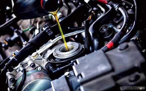 Как часто нужно менять масло в двигателе машины.