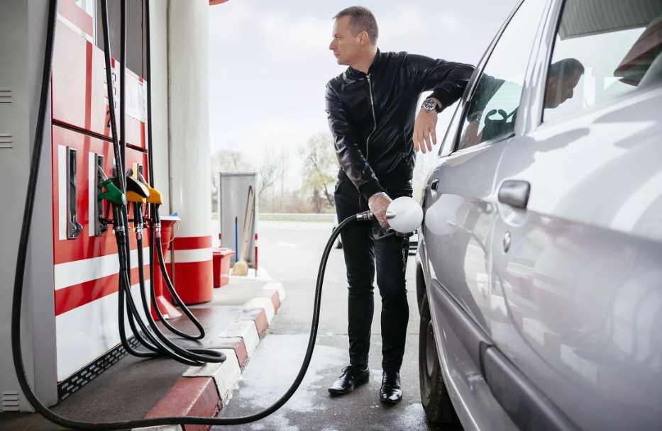 Можно ли заправлять целый бак бензина.